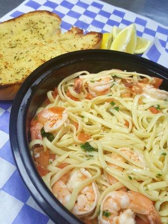 Malden, Массачусетс: Shrimp Scampi w/ garlic bread!