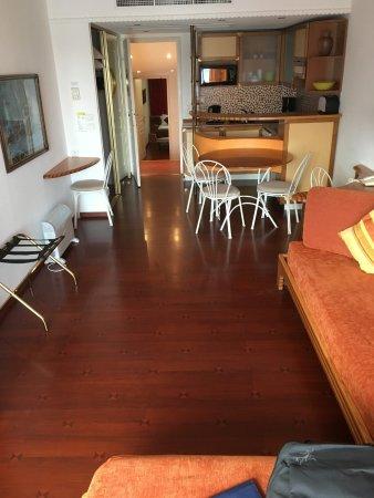 Le Quai Des Princes Long Roomy Studio Type Apartment Full House Keeping Hotel