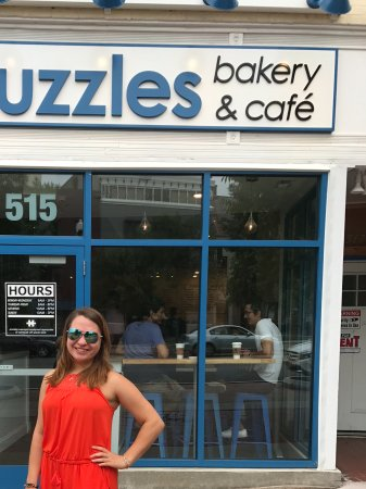 Schenectady, Нью-Йорк: Cute girl in front of Puzzles