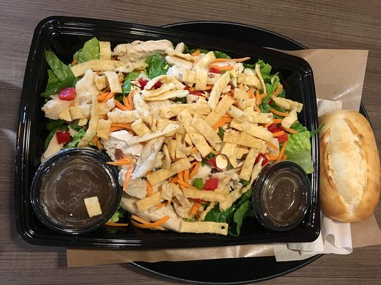 Plymouth Meeting, Πενσυλβάνια: large size asian salad
