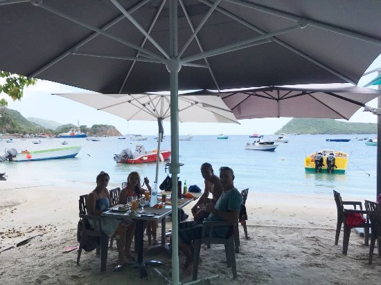 Pointe-Noire, Guadeloupe: Lunch at the beach at Les Saintes