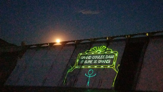 Coulee Dam, WA: Moonrise Over the Dam