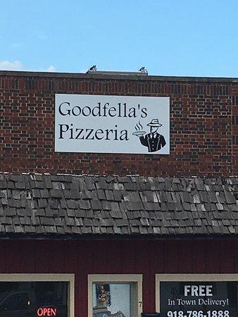 Grove, OK: Goodfella's Pizzeria