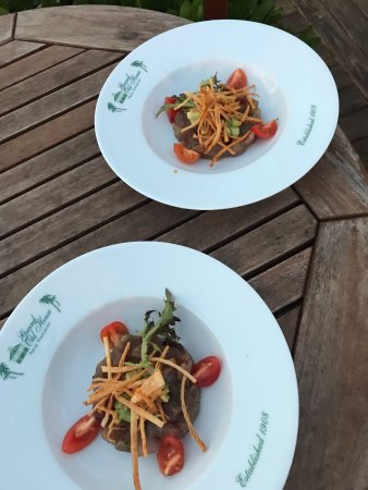 George Town, Grand Cayman: Local Black Fin Tuna Tasting