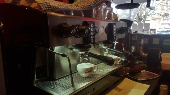 Red Peppa: We are proud to serve Genovese coffee