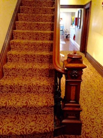 Marblehead, MA: Stairway to 2nd Floor on Left; Hallway to Breakfast Area On Right