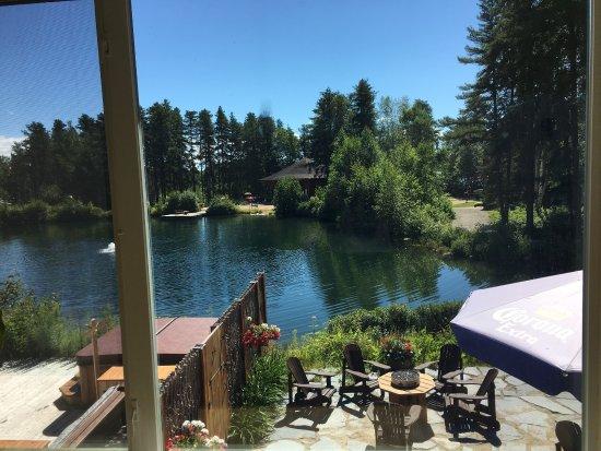 Saint Michel des Saints, Canadá: Tres belle vue du lac. La nourriture au bistro est excellente!!!