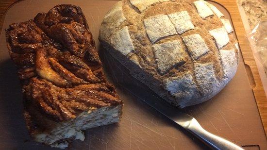 Canela Antigua: Babka de canela y pan de masa agria