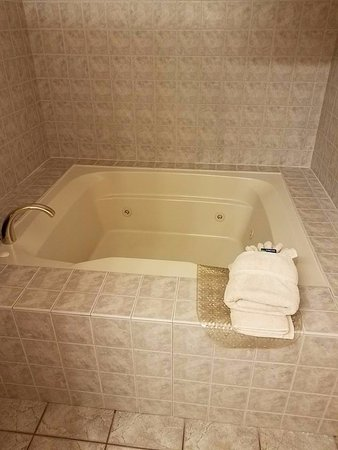 LaPorte, IN: Spa Suite Tub