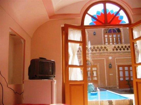 Soroush Traditional Hotel