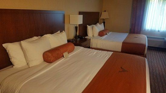 Phoenix Inn Suites Salem Photo