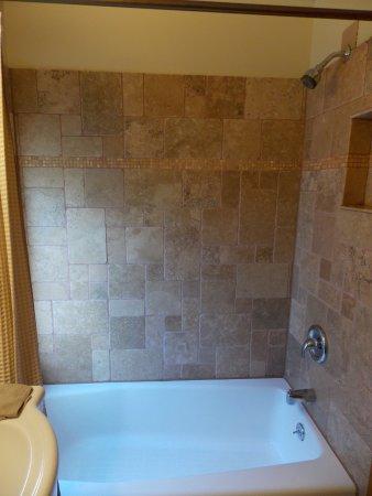 Philipsburg, MT: Mural Room bath