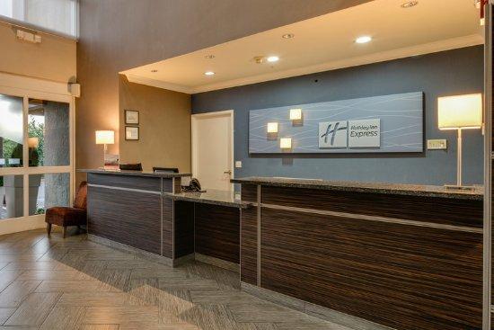 Holiday Inn Express Hotel & Suites - Santa Clara: Front Desk