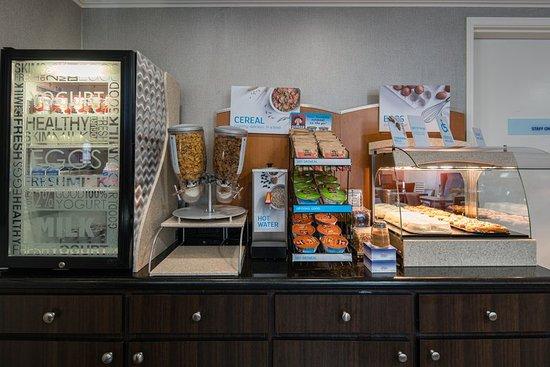 Holiday Inn Express Hotel & Suites - Santa Clara: Breakfast Bar