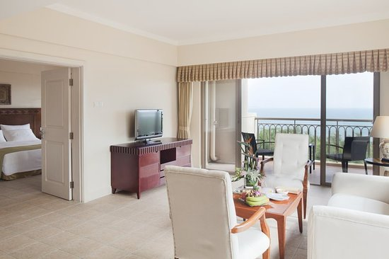 Holiday Inn Resort Sanya Bay: Executive Sea View Suite with 92M2 two rooms
