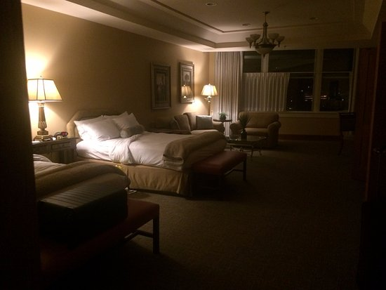 Haywood Park Hotel: Superior Queen Suite