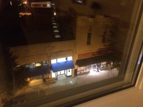 هاي وود بارك هوتل: Street view from a Superior Queen Suite on 4th Floor