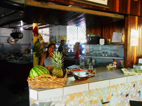 Cabuya, Costa Rica: Clean open kitchen where the magic happens.
