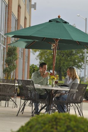 Bay City, MI: Riverfront Grille Patio