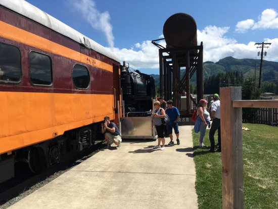Mineral, WA: People getting on the train