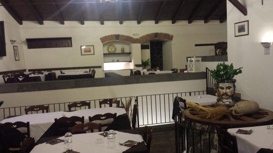 Adrano, Italien: 20170723_215916_large.jpg
