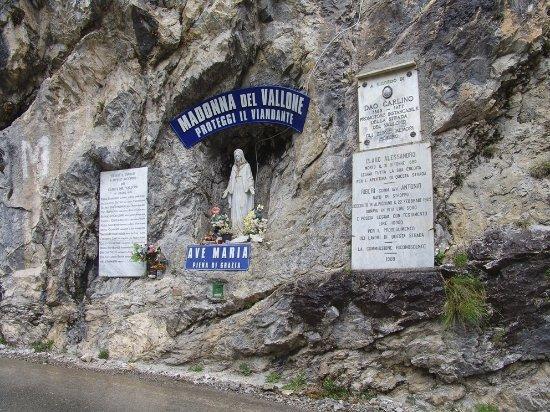 Elva, Italy: una strada unica nel suo genere