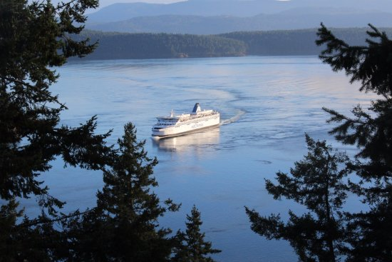 Galiano Island, Canada: the ship is coming into the bay
