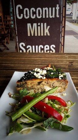 Brunswick Heads, Australien: Delicious Spinach Fetta Pie and fresh garden salad