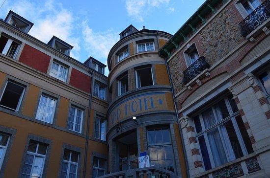 Evaux-les-Bains, France: Entrée de l'hôtel