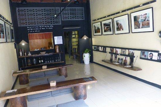 Battambang, Kambodja: Con las fotografías y láminas de HUMAN Gallery financiamos nuestro proyecto de educación infanti