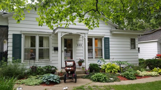DeKalb, IL: Parkside Bed and Breakfast