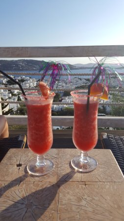 Vencia Hotel: Cocktails from the pool bar