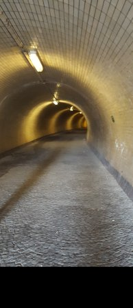 Praga, República Checa: Great tunnel brings you into Praha 8.