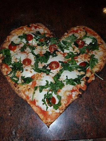 Сольсона, Испания: Pizza Burrata personalizada, es un encargo especial de alguien que quería sorprender a su pareja