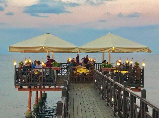 Achilleio, Yunanistan: Kaiser Bridge Restaurant