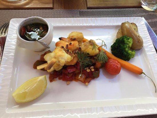 Conde-Northen, Frankrike: Brochette de poisson avec petits légumes