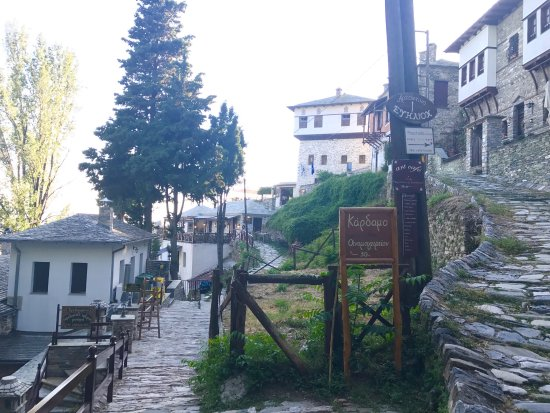 Makrinitsa, Griekenland: Kardamo Oinomageireion
