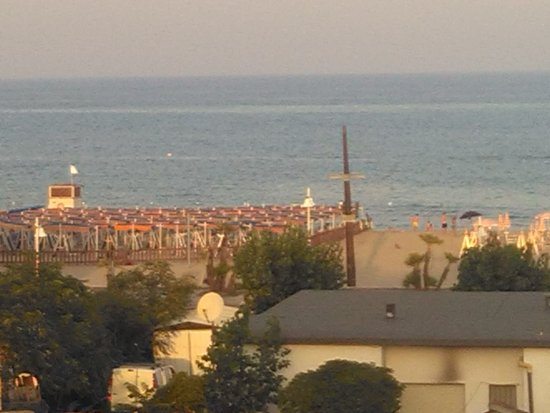 Hotel turismo metaponto italie voir les tarifs et for Piscine 75012