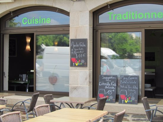 Malestroit, Frankrike: Comfortable outside seating