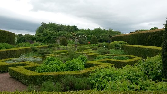 Cawdor House: The maze
