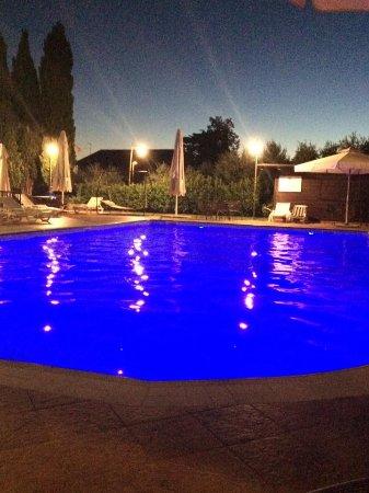 Hotel La Terrazza & SPA: Cromoterapia in piscina