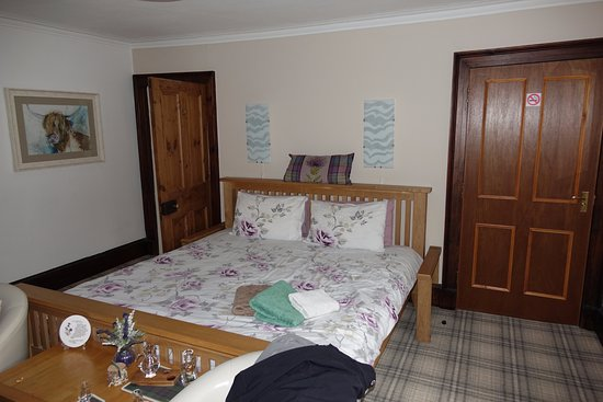 Grantown-on-Spey, UK: Super King bed with memory foam Mattress - super comfy