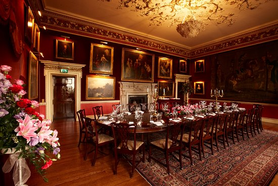 Stourbridge, UK: Crimson Dining Room at Hagley Hall