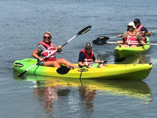 Pawleys Island, Carolina del Sur: Padding down the creek at Pawleys!