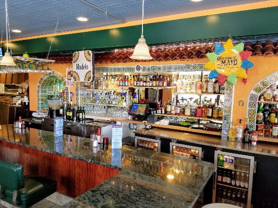 Kingston, MA: There's a second beautiful bar in back