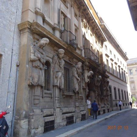 Casa degli Omenoni Photo