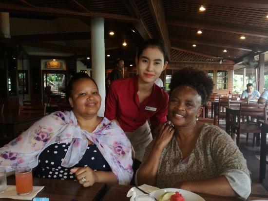 Best Western Phuket Ocean Resort: Friendly waitress at breakfast.