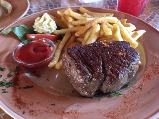 Schwabach, Niemcy: 250g Filetsteak, Beilage Pommes