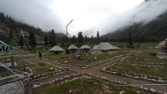 Sangla, Indie: Awesome place amidst green. Nearby river bed