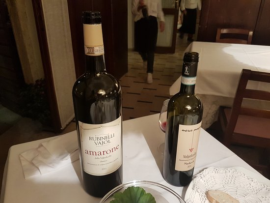 Sant'Ambrogio di Valpolicella, إيطاليا: A selection of wines throughout the evening
